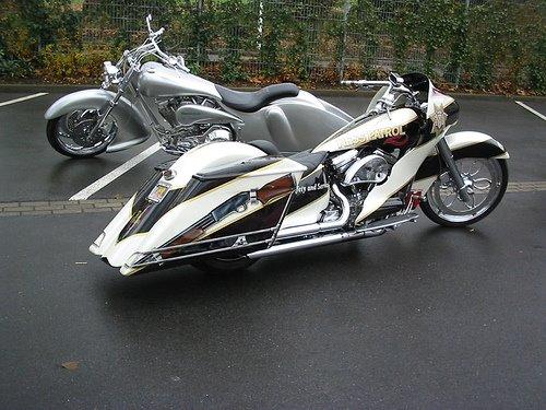 Moto customizada cinza