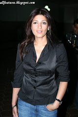 Twinkle Khanna At The Aura Art Exhibition At Nehru Centre, Worli On 29th Jan 2008 (39)