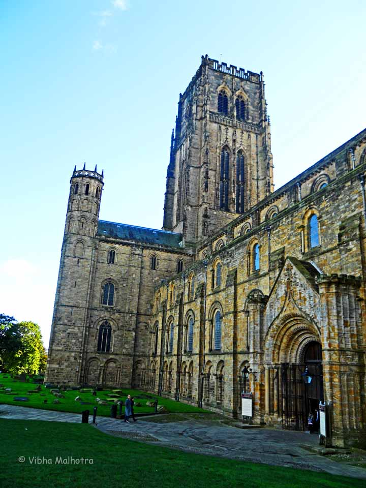 Durham Cathedral was the very first cathedral I visited in the UK. I was struck by its grandeaur. The Norman architecture, tall towers, stone walls, and the colored glass windows all painted the most magnificient picture that I had ever seen. I was so impressed by this cathedral that I made it a point to visit all the cathedrals I could in all the cities I visited in the UK, never tiring of the steeples, the crypts, the tall organs, and the naves, even though almost all cathedrals have similar feel.