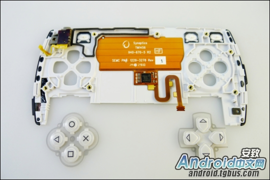 psphone_kotakubr4 Veja o Playstation Phone (Xperia Play) por dentro