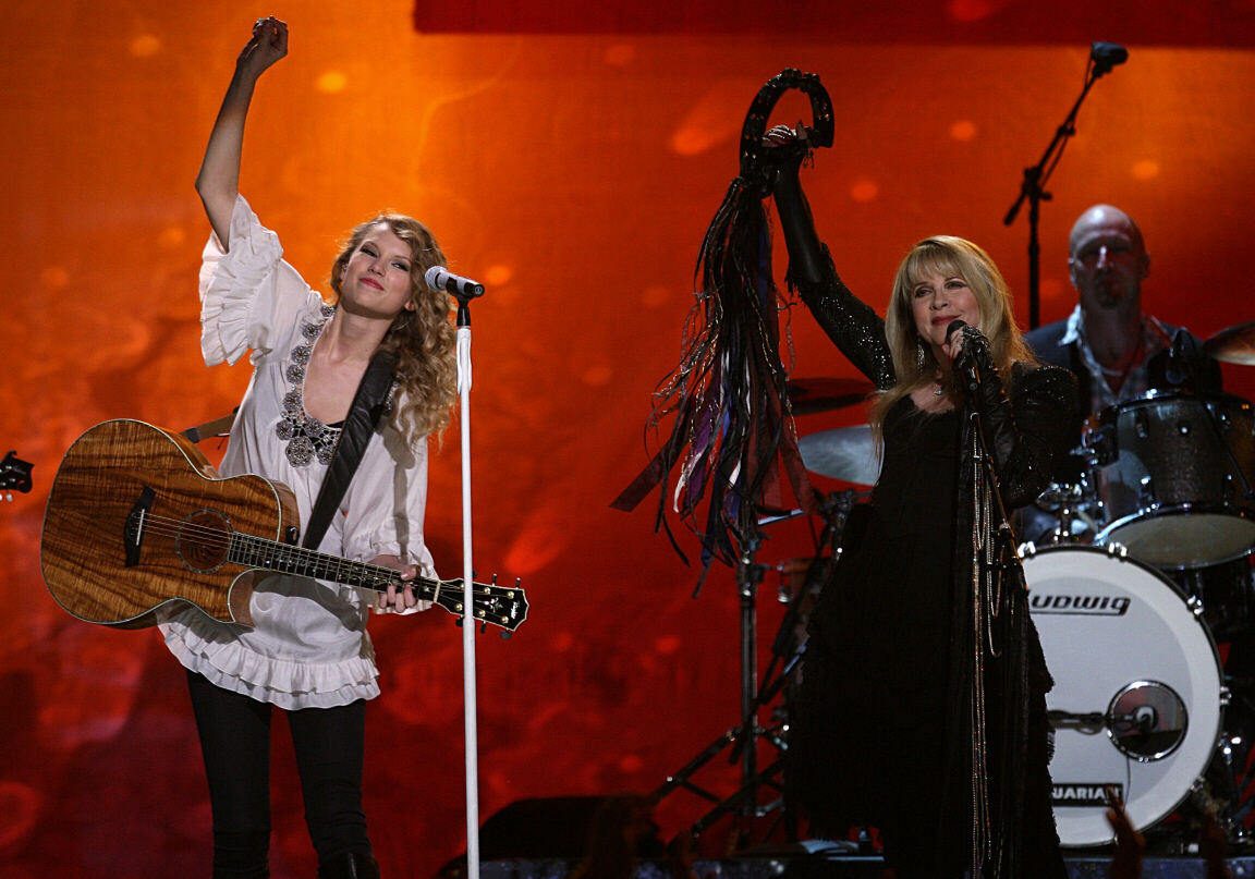 Fleetwood Mac News Taylor Swift Lashes Out At Critics Who Slammed Her Off Key Grammy Duet With Stevie Nicks