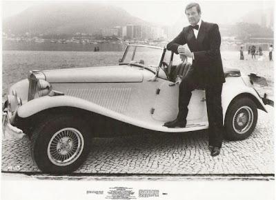 Roger Moore com o MP Lafer