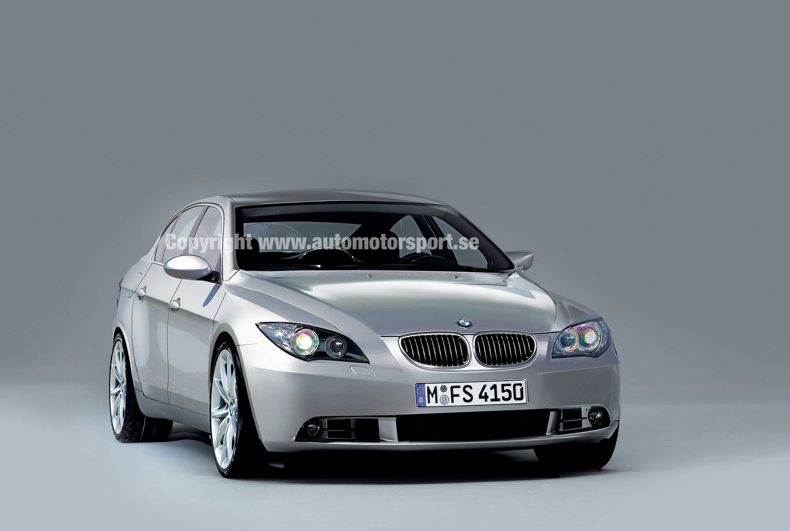 hot cars the amazing of 2010 bmw m5 series. Black Bedroom Furniture Sets. Home Design Ideas