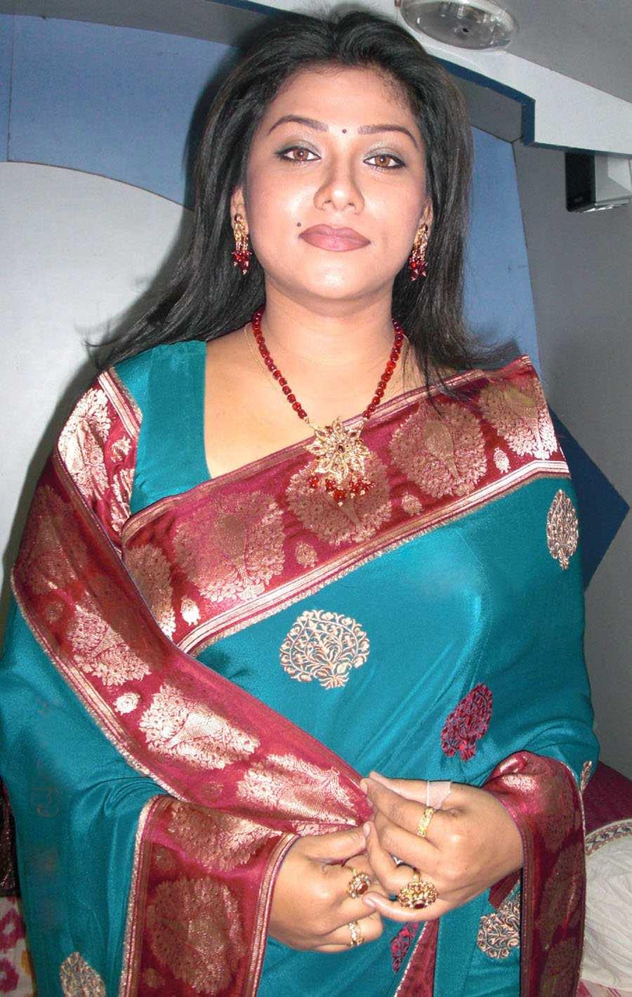 Sexy Indian Actress Saree Photos