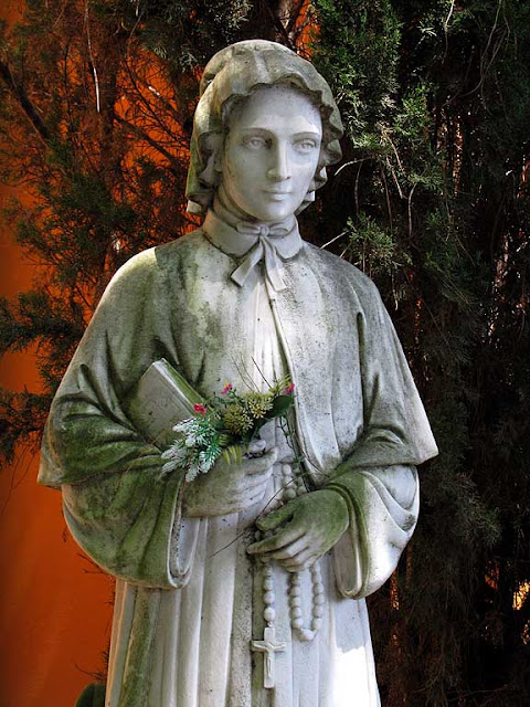 Statue of Saint Elizabeth Ann Seton, Saint Seton church, Livorno