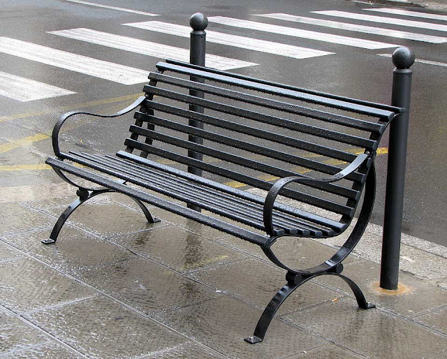 Bench under the rain, via Magenta, Livorno