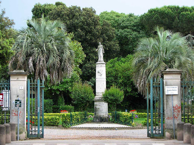 Hygieia fountain, former zoological garden, Livorno