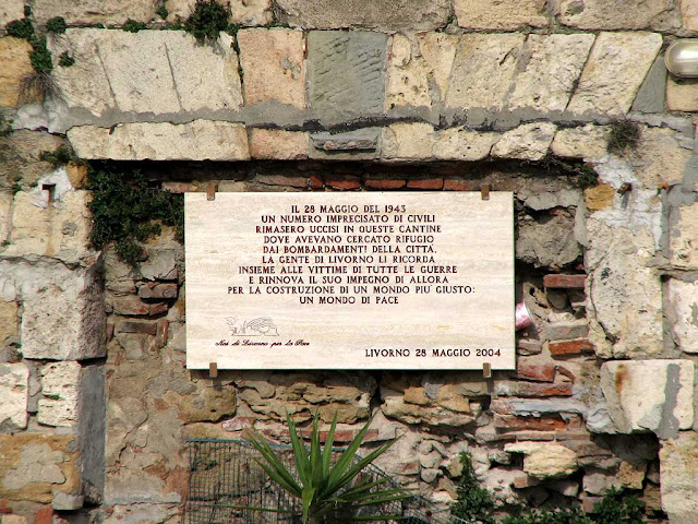 Plaque remembering the victims of the 28th May 1943 bomb, Fosso Reale, Livorno