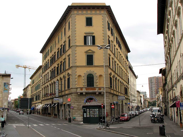 Building at the corner of via Marradi with via Roma, Livorno