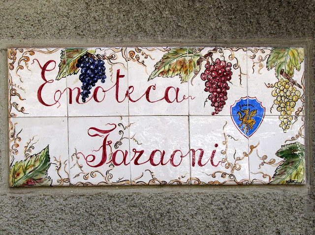 Wine shop sign, via Mentana, Livorno