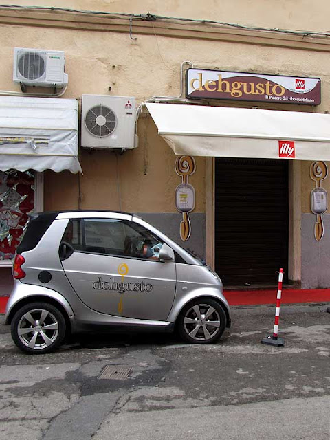 DehGusto car and sign, Livorno
