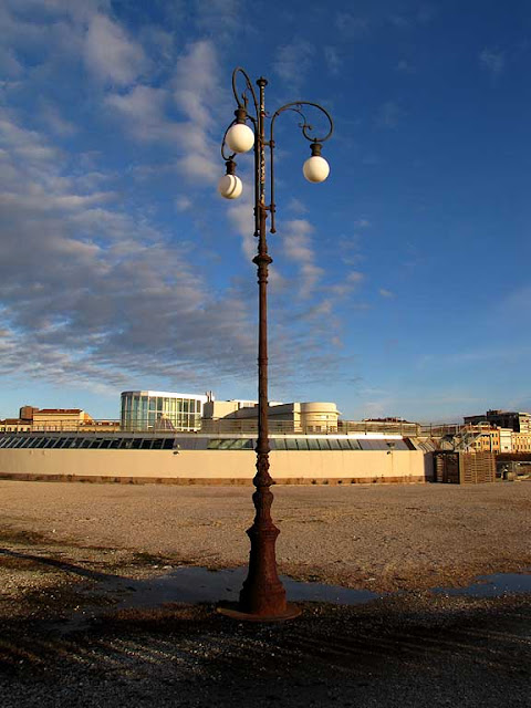Rusty lamp post, Livorno