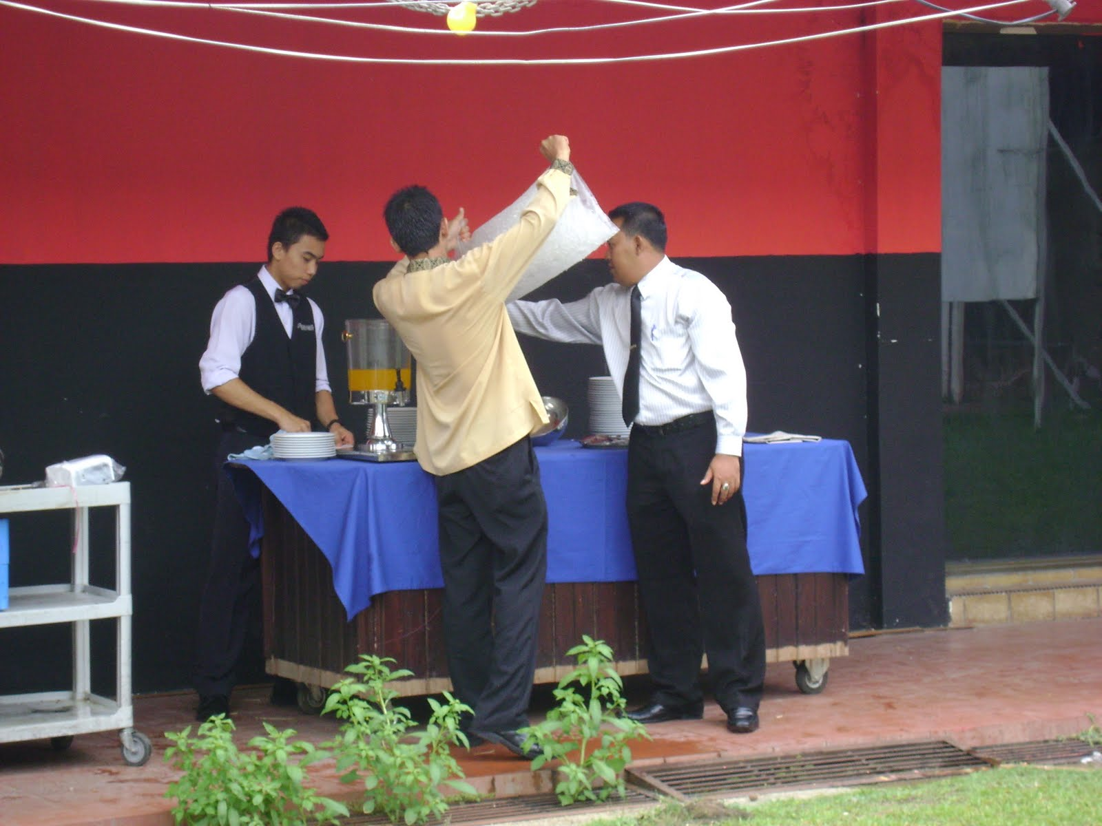 Aksi cikgu dengan murid - 5 1