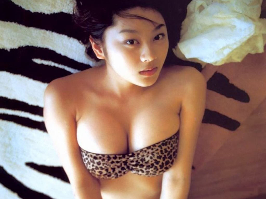 Hot asian beauty likes gang bang in her jail cell 5