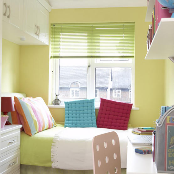 Make A Small Room Look Big With A Bedroom Decoration
