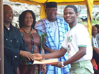 Meet Regrann, Popular Blogger Jide Ogunsanya's Junior Brother As He Recieved His Congratulatory Later Of NYSC