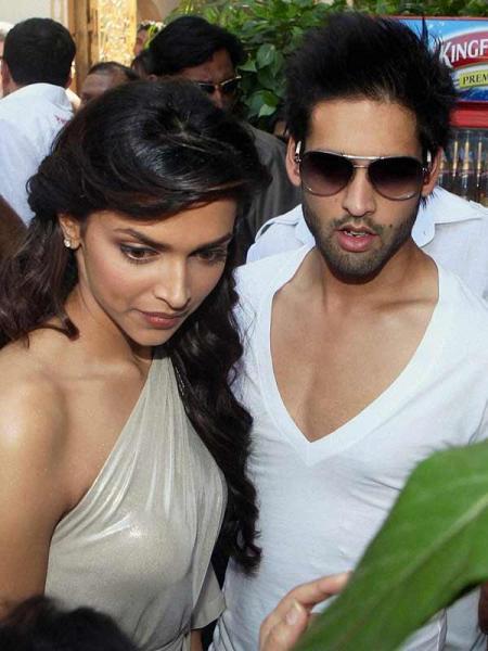 Lifestyle Fashion Salman Khan Launches Kingfisher Calendar 2011 For Vijay Mallya
