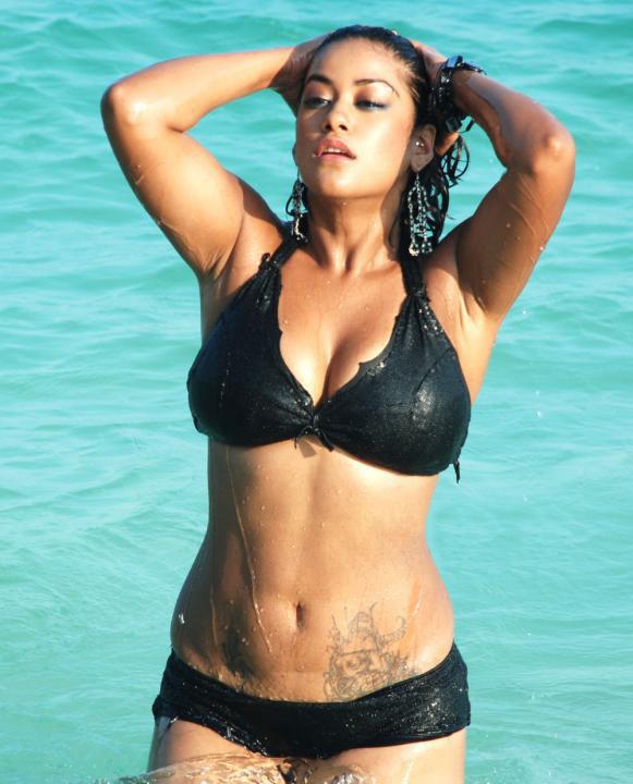[Mumaith+khan+Bikini+Photos5.jpg]