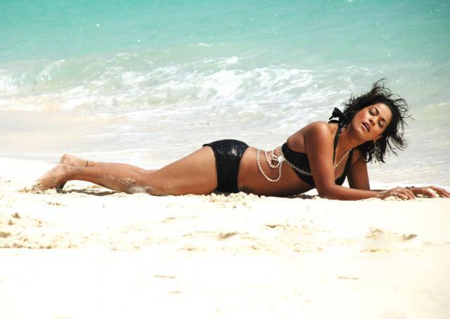 [Mumaith+khan+Bikini+Photos9.jpg]