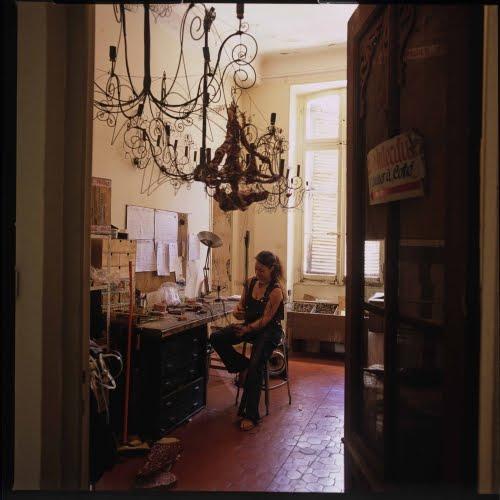 country french antiques futur et la fille fran aise. Black Bedroom Furniture Sets. Home Design Ideas