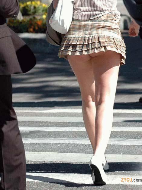 image Upskirt falda corta mas amiga nalgona