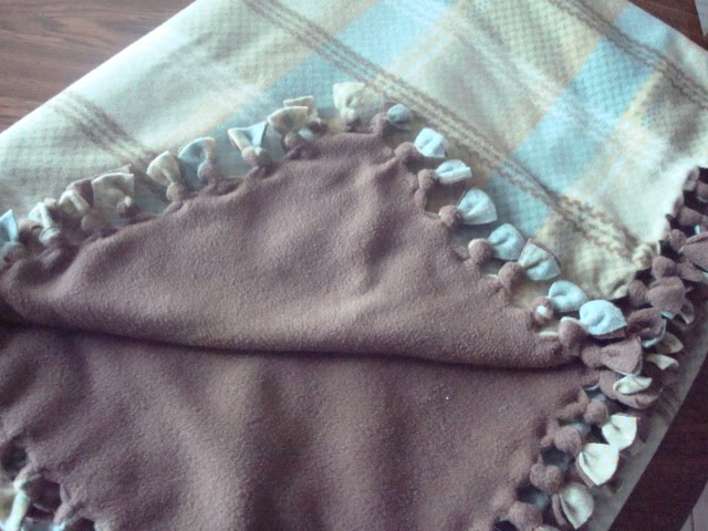 Mud Puddles & Daisies: No Sew Fleece Blanket