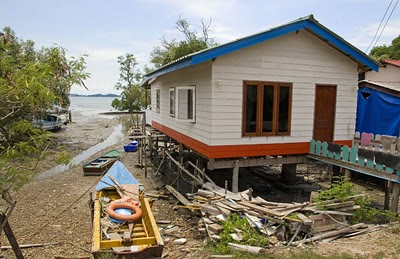 House and boats near Laem Hin