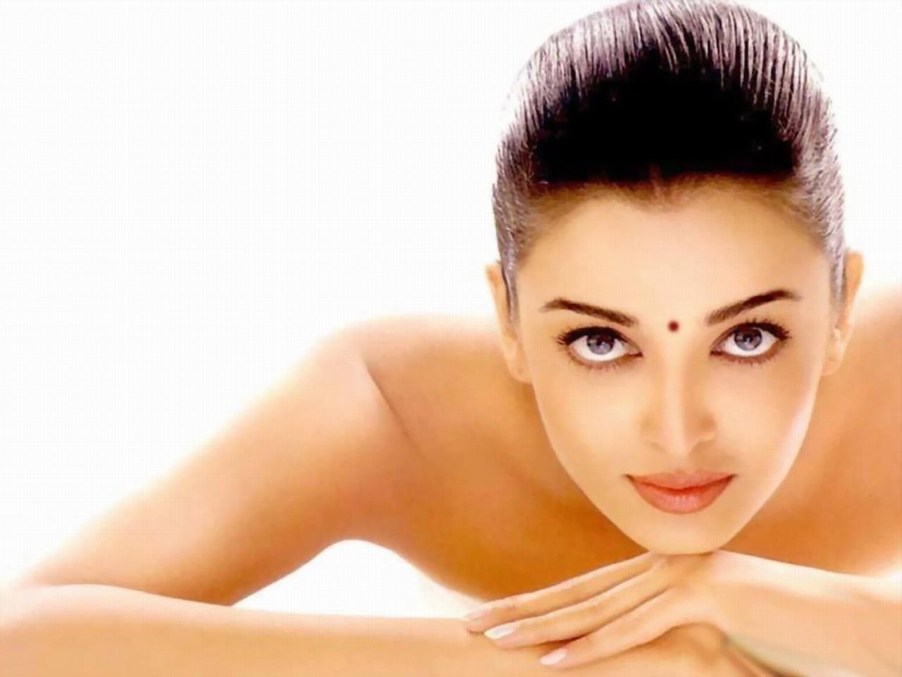 Top bollywood actress fake nude pic