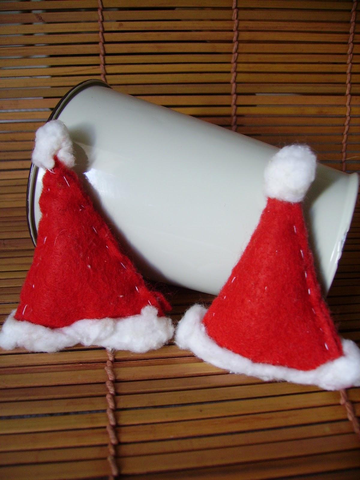 Il primo segnaposto è un cappello di Babbo Natale imbottito b2d2f9a14a15