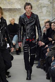 Женские мужские кожаные куртки.