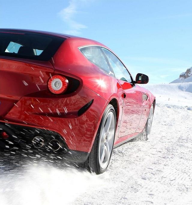 Nova Ferrari Ff 2012 Em Imagens Na Neve Car Blog Br