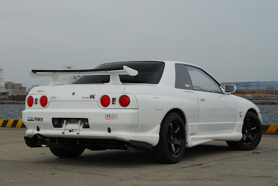 White Nissan Skyline Skirt Body Kit
