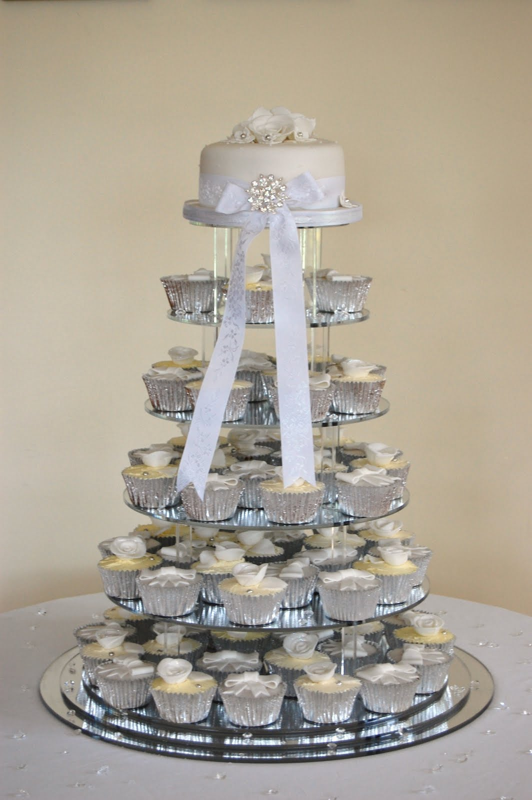 iced sarena and jason 39 s wedding cake. Black Bedroom Furniture Sets. Home Design Ideas
