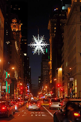 Nyc Nyc Unicef Crystal Snowflake At Fifth Avenue And