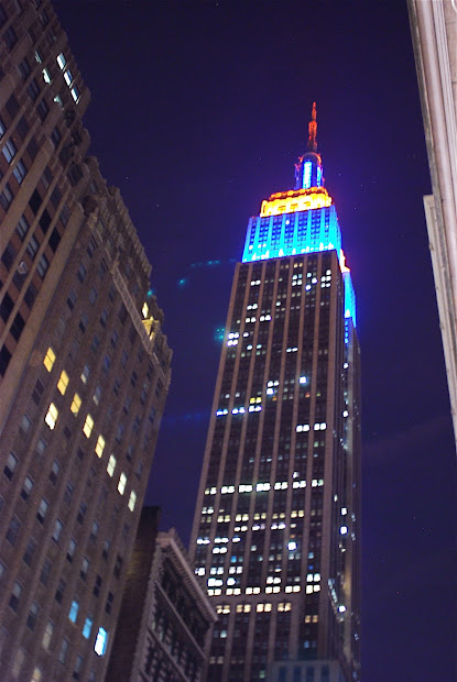 Nyc Empire State Building Lights Commemorate World Cancer Day