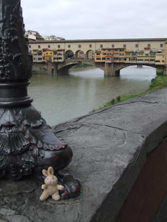 This small travelling companion proves his presence in Florence