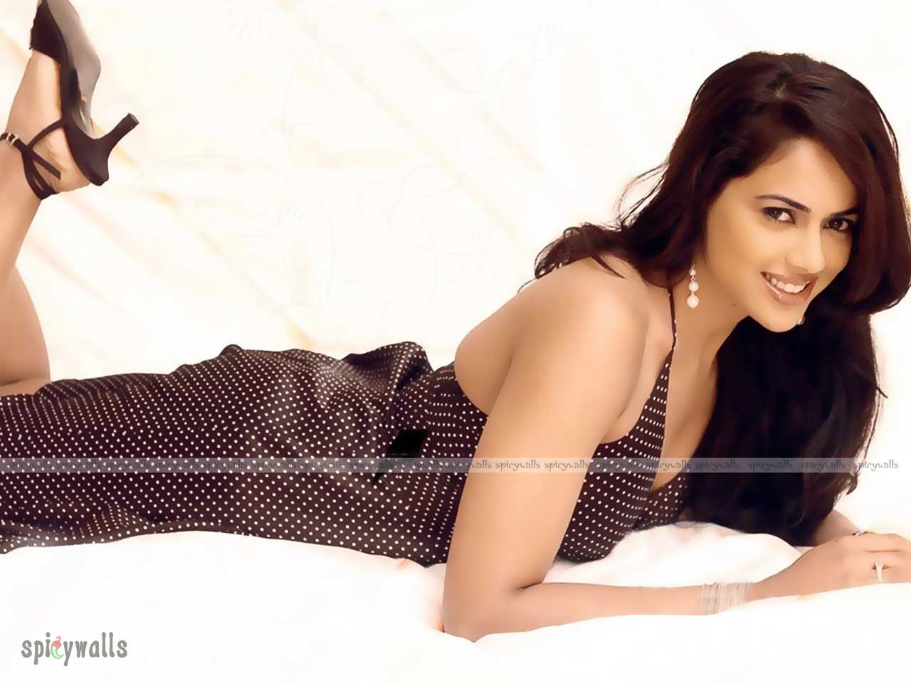 Hot Sexy Sameera Reddy Photos Latest Stills  Hot Movie Photos-9946