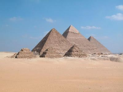 La orientación de templos y pirámides