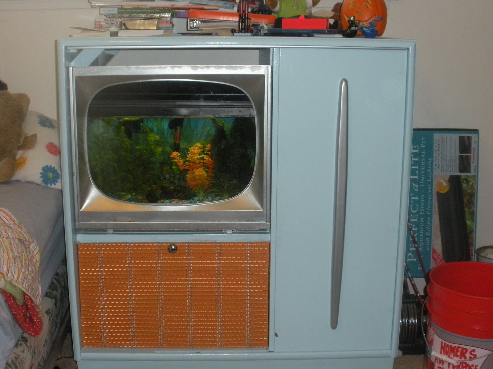 Jacob S Junk Old 60 S T V And Radio Console To Funky Fish Tank