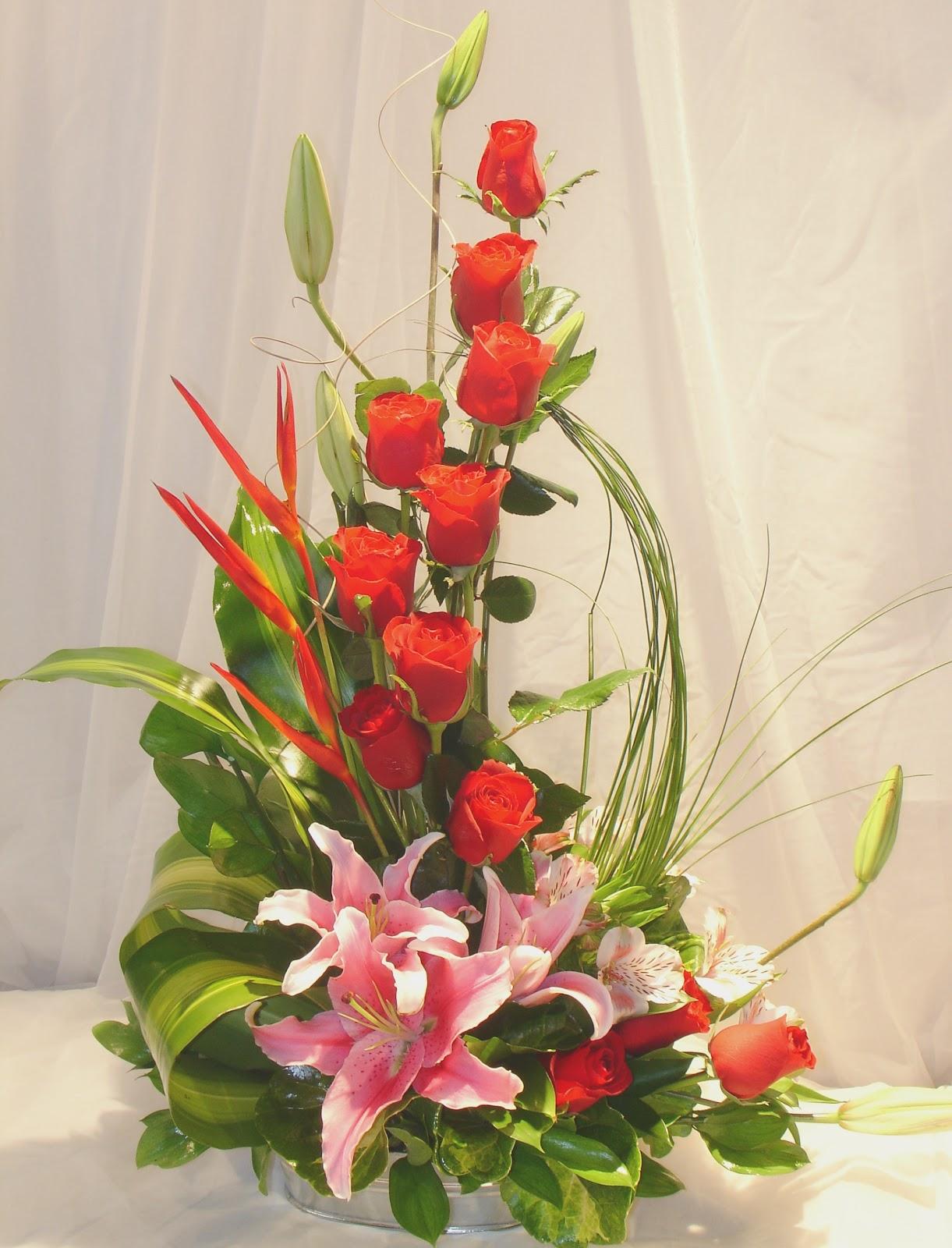 Concepto floral dise os florales for Arreglos de rosas sencillos