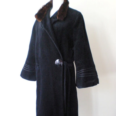 Flapper style vintage coat from 1920s