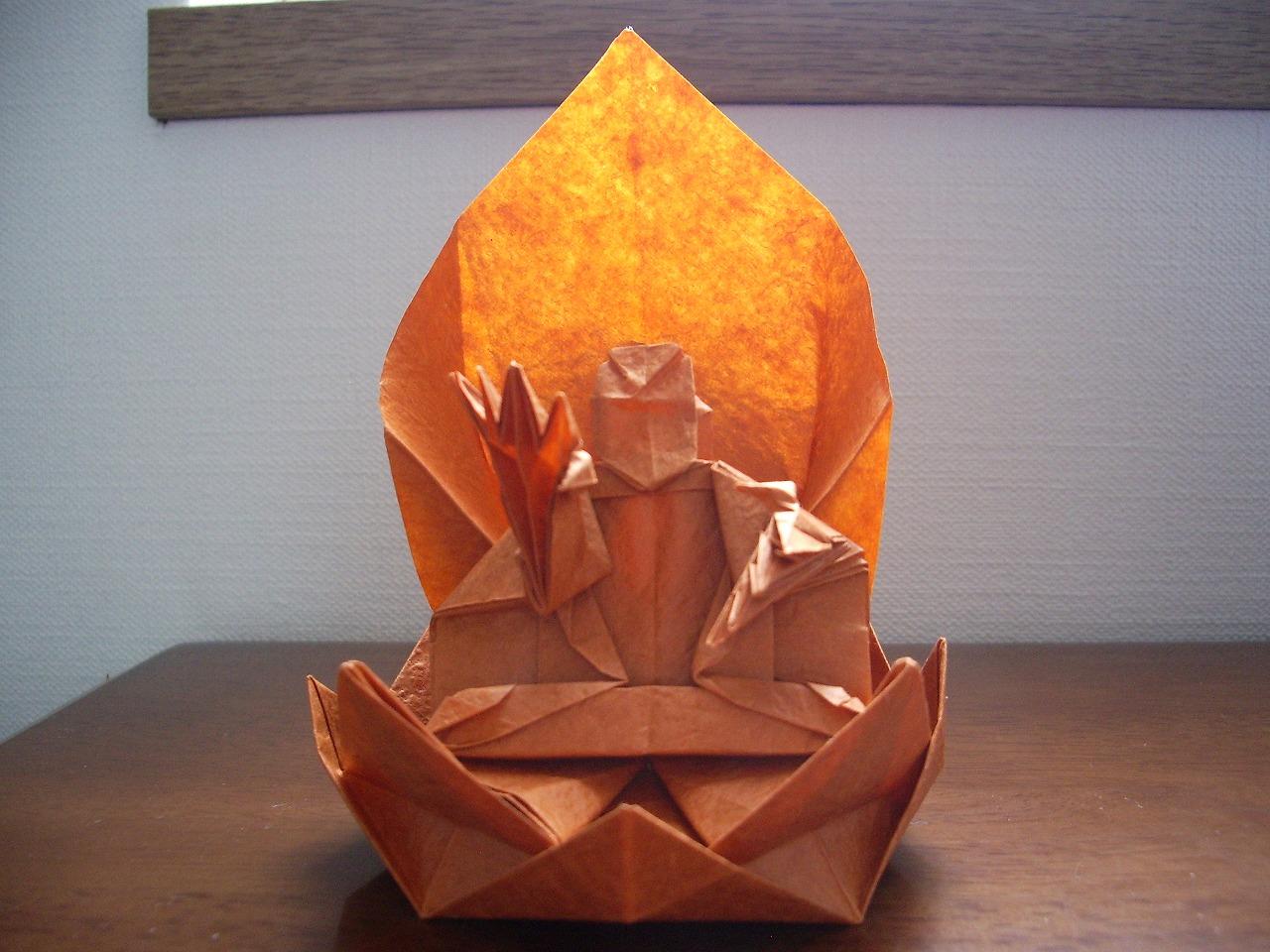 katakoto origami statue of buddha. Black Bedroom Furniture Sets. Home Design Ideas