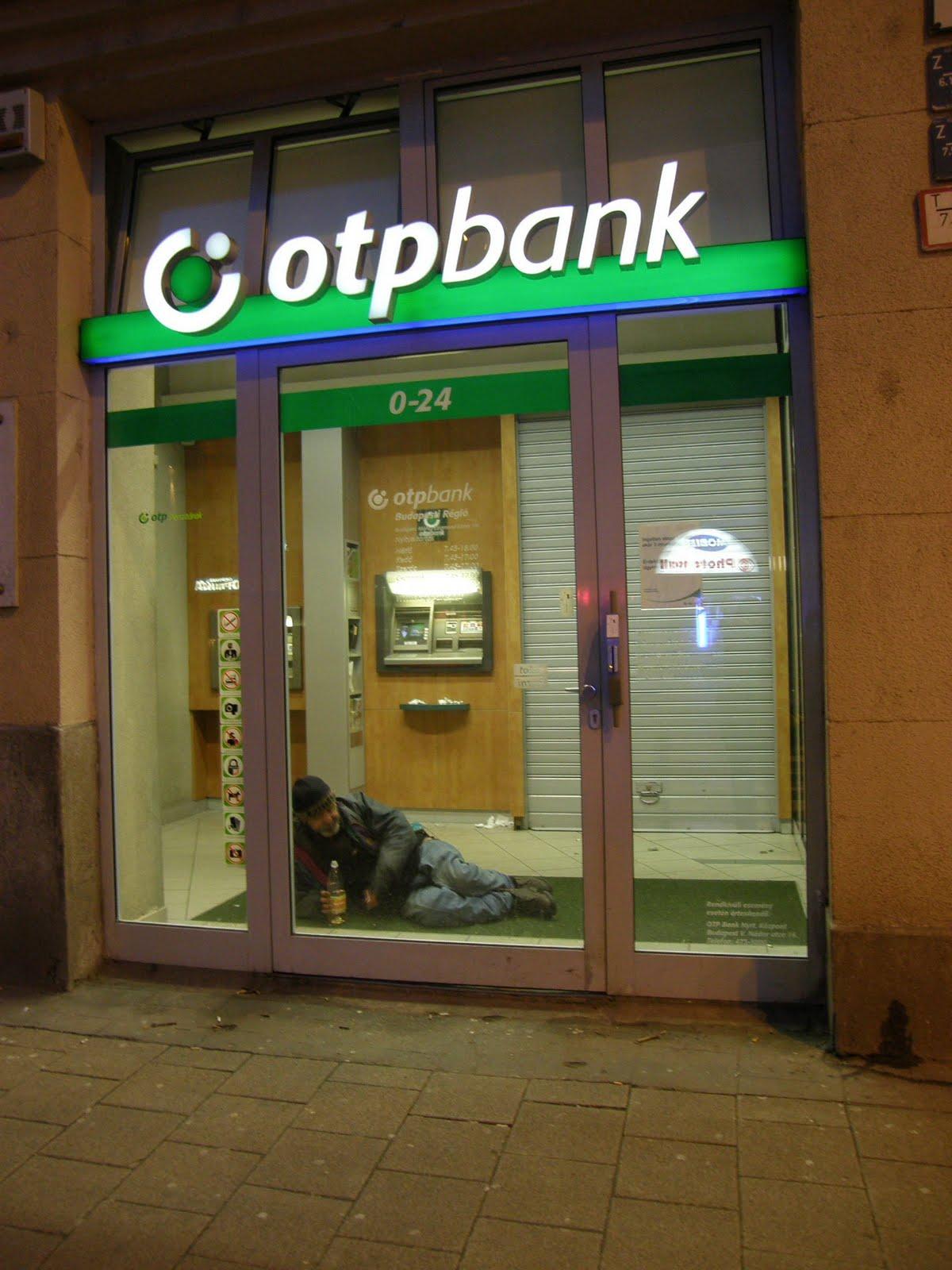Belváros, Budapest: ATM-ből hajléktalan melegedőket!
