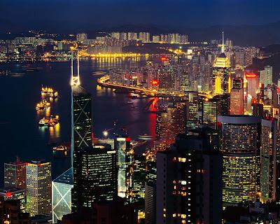 vista-aerea-de-una-ciudad-iluminada-en-la-noche