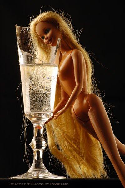 Barbie dukke selvmord med knust glas