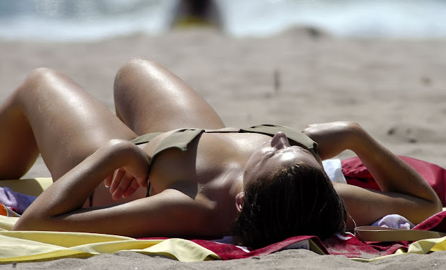 girl-sunbathing-on-beach-bikini-pictures