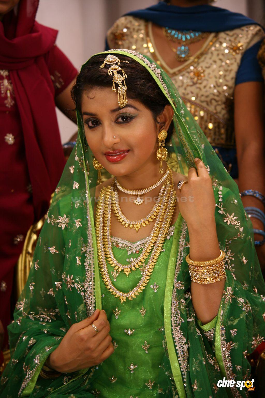 Bollywood mallu love scenes collection 001 3