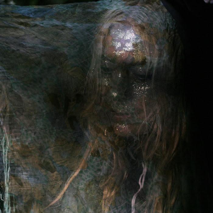 Islaja - 2010 - Pimeyttä kohti (Free Single)