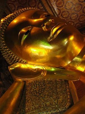 Obiective turistice Bangkok: statuia lui Buda intins Wat Pho