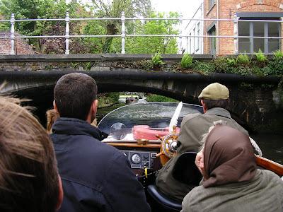 Obiective turistice Flandra: tur prin Brugge cu salupa